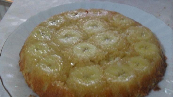 2 Muz 2 yumurta  15-20 dakikada nefis bir keke dönüşüyor.Daha çok elma ,armut vişne ile yaparım. Ama gerçekten muzlu ve baharatlı kek çok güzel http://www.nursendogan.com/2010/05/2705/oldu. Bu keke ,tarçın,karanfil ve zencefil ilave ettim. Sonra bir başkasına yalnız muz esansı (extract) ilave ettim. O da ayrı güzel oldu.  MALZEMELER 2 adet sertçe muz 2 adet yumurta 3 yemek kaşığı şeker 2 Türk kahvesi fincanı un 3-4yemekkaşığısıvıyağ ,veya tereyağı 1...