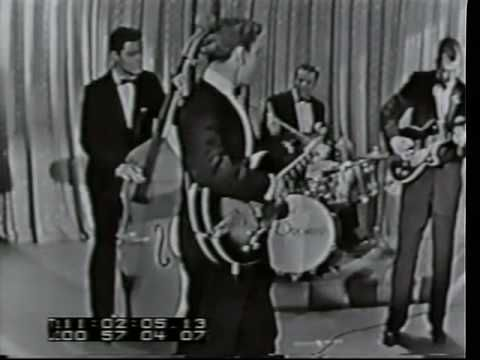 Buddy Knox - Party Doll (Rare clip) ~ I believe Mr. Knox was a one hit wonder and he did it in 1957.