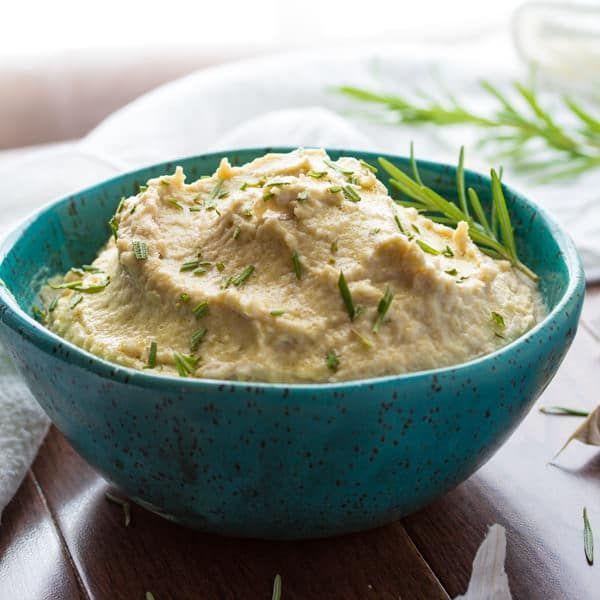 Receita de Hummus com feijão branco com alho assado