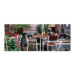 IKEA - VINDALSÖ, Stolička s opier na ruky, vonkaj, Stoličku možno jednocho uskladniť, keď sa nepoužíva. Takto môžete naskladať aj 6 stoličiek, jednu na druhú.Po pridaní podložky alebo vankúša v štýle ktorý sa vám páči bude stolička pohodlnejšia.Pre väčšiu odolnosť a prirodzený vzhľad dreva je nábytok vopred ošetrený niekoľkými vrstvami priehľadného moridla.Rám vyrobený z nehrdzavejúceho hliníka zabezpečuje stabilnú a ľahkú konštrukciu.