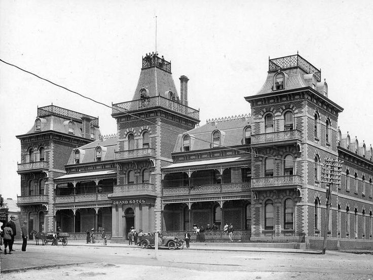 Vue Grand Hotel at Queenscliffe,Victoria (year unknown).