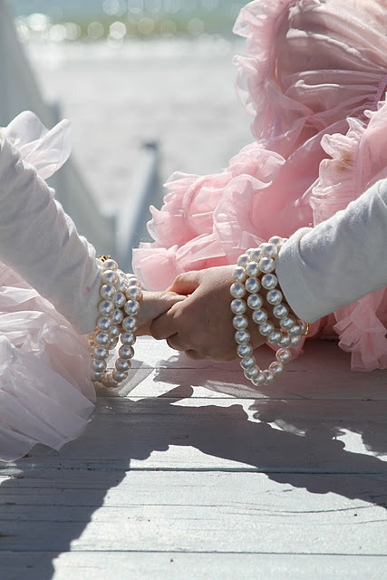 I love this! Little girls playing dress up is so sweet. #sisters #photography #dressup.....Love pictures like this
