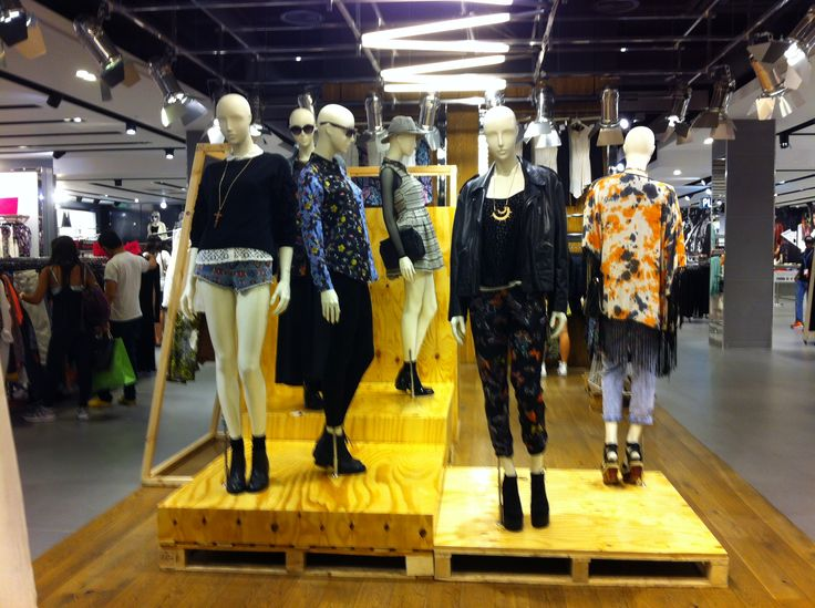 STRATFORD IN STORE DISPLAY MANNEQUINS R E T A I