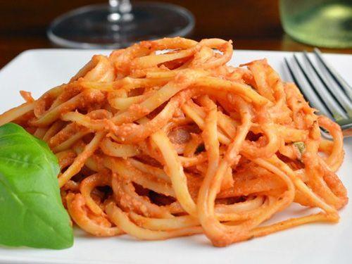 Espaguetis con tomate en Thermomix - Recetas Espaguetis