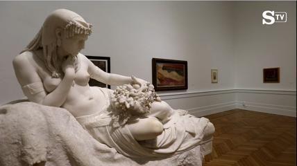 """I nudi femminili di Modigliani e Rodin davanti al lungo scheletro di De Dominicis. E Pollock a tu per tu con Pistoletto. E ancora il grande mare blu di Pascali, disteso ai piedi dell'Ercole scolpito da Canova. Mentre scorrono i De Nittis, Degas, Guttuso, Hayez, Magritte,Segantini, van Gogh, Sironi, Morandi. È la """"nuova"""" Galleria Nazionale d'Arte Moderna e Contemporanea, che la riforma del Ministero ha promosso tra i primi 20 musei autonomi. Dopo quasi un anno di direzione di Cristiana Collu…"""