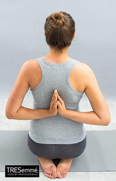 Postura del zapatero + Baddha Konasana + Asanas YogaTRESemmé