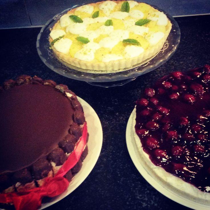 Zelfgemaakte taarten o.a. Ananas-roomkaastaart, Bokkenpootjestaart & Monchoutaart