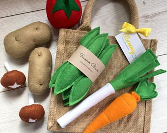Pretend Play Felt Food Vegetable Collection with Mini Jute Shopping Bag