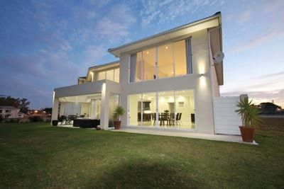 Grand, Spacious, Light and ultra modern! This gorgeous residence is located along the 9 hold golf course of the upmarket Bishops Country Estate in Beacon Bay. With double volume ceilings & the vast use of glass the tranquil views of the dam & golf course is brought right into your home to enjoy.