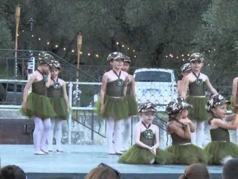 Spectacle danse enfants - Lola et Théo dans la savane - YouTube