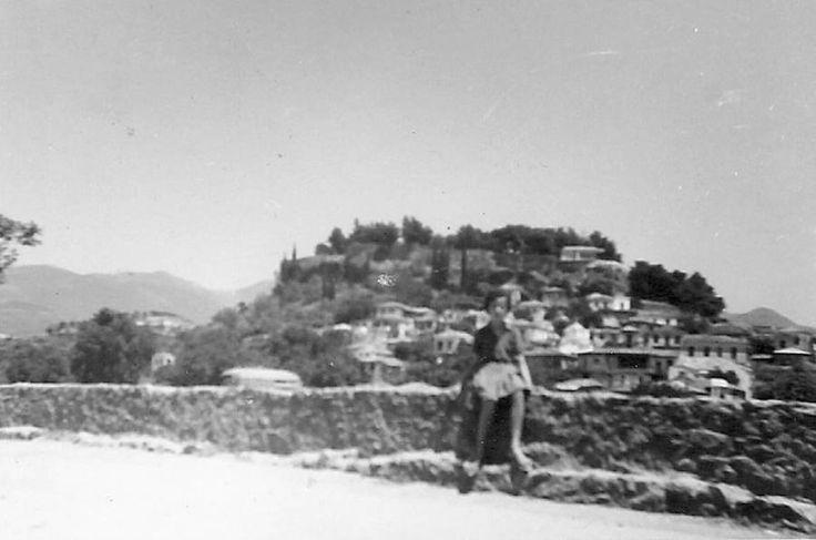 Η μάντρα του Νέδοντα από την πλευρά της Αρτέμιδος και  με το Κάστρο στο βάθος κατά τη δεκαετία του 1960. Διαβάστε το άρθρο στην ΕΛΕΥΘΕΡΙΑ http://www.eleftheriaonline.gr/polymesa/nature/item/47286-mantra-nedonta