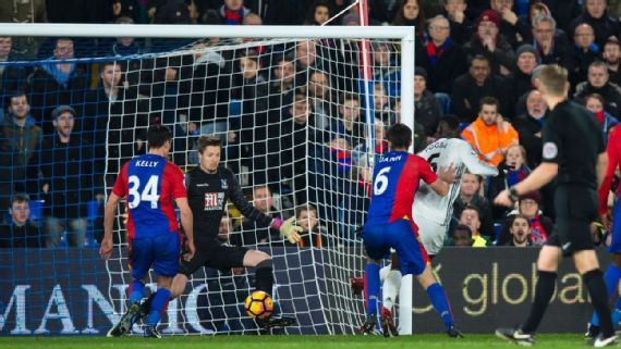 Zlatan Ibrahimovic membawa Manchester United memastikan kemenangan di Crystal Palace bersama Paul Pogba masing masing menghasilkan satu gol.