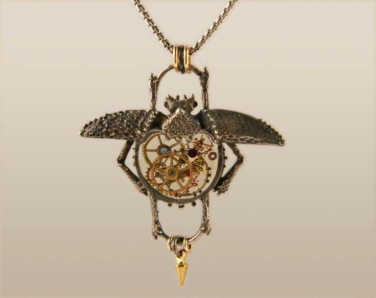 Escarabajo del reloj, Steampunk collar de escarabajo, escarabajo de plata mecanismo Steampunk por diseños Jackie Taylor de MoonStarsJewelry en Etsy https://www.etsy.com/es/listing/163471544/escarabajo-del-reloj-steampunk-collar-de