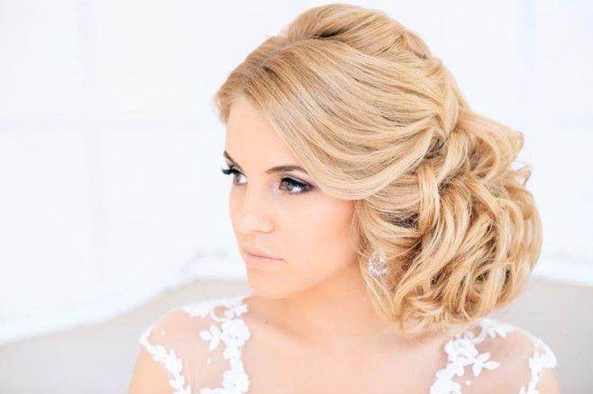 Fryzury ślubne powinny być eleganckie, podkreślać dziewczęcy wdzięk i kobiecość. Nie ważne czy wybierzesz kok, warkocz, masz krótkie blond czy długie włosy.