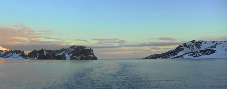 """Antartica. Isla Decepción. """"Fuelles de Neptuno""""' entrada a la Bahía Foster"""""""