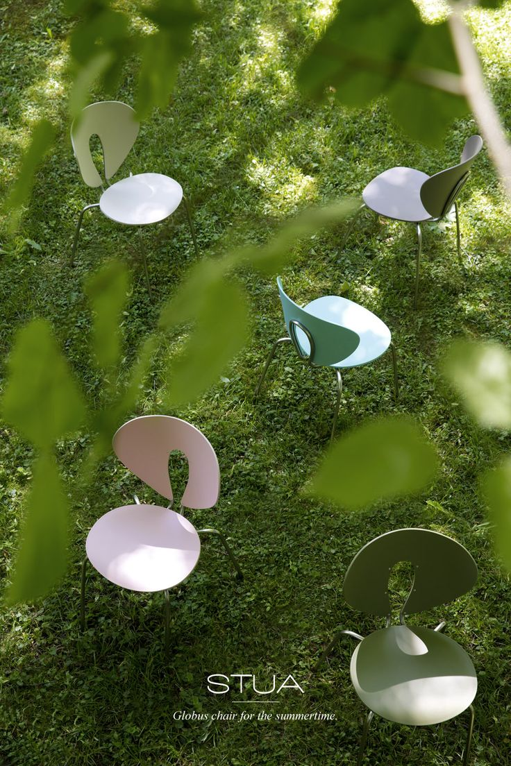 Summer. Time for outdoor fun, time to enjoy parks & gardens. We love and enjoy STUA Colouricious Globus chairs.