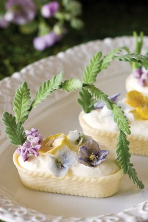 Lavender Handle...so cute they look like little Easter Baskets!  How-to Slide Show
