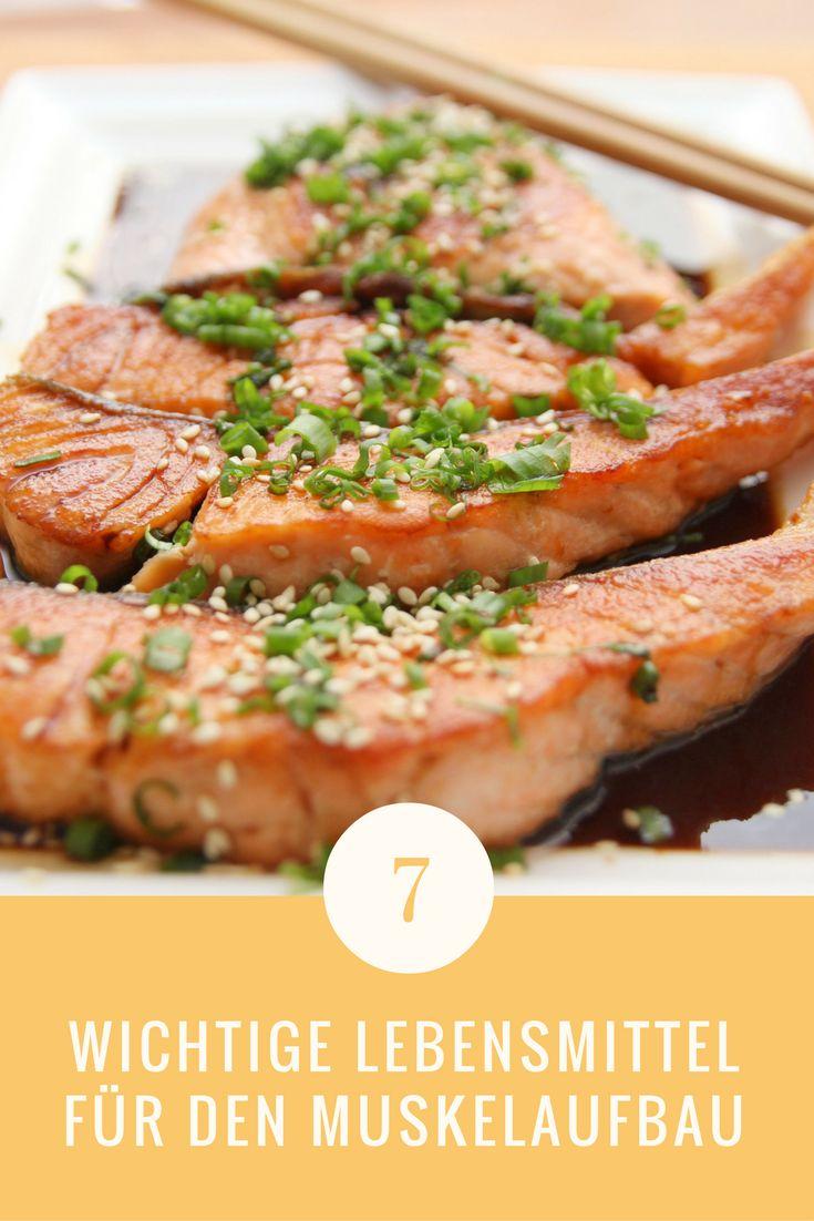 Diese 7 Lebensmittel sind für schnellen Muskelaufbau unverzichtbar. Genau aus diesem Grund erfährst du hier, was es mit diesen Lebensmitteln auf sich hat und wie du sie nutzen kannst, um schneller Musekeln aufzubauen.