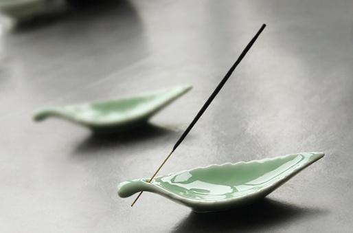 Green leaf incense holder