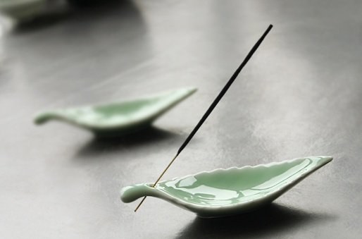 Green leaf incense holder