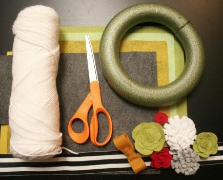 How to make yarn wreaths and felt flowers
