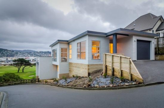 James Hardie's Linea Weatherboard Solution for Wellington Home. Traditional looking exterior with all the comfrots of a modern home #weatherboard #linea #traditional