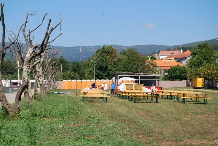 A zona que servirá para matar a fome e, claro, também de convívio.  #merenda #recinto #gastronomia #vilardemouros #festival