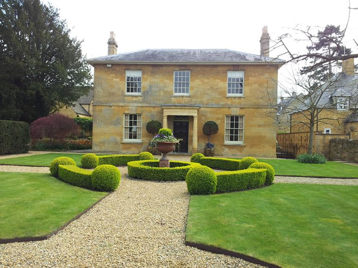 A grand house in Broadway. One of the nicest Cotswold stone houses in the shire.
