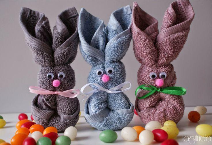 Baby shower presents: animals made with towels. Regalo para bautizos: animales hechos con toallas.