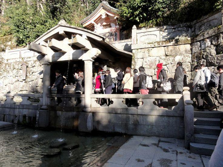 Otowa-no-taki Wasserfall mit heilendem Wasser am Kiyomizu-dera Tempel