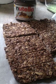Nutella Granola Bars, 4 ingredients!! I need to try and make these!