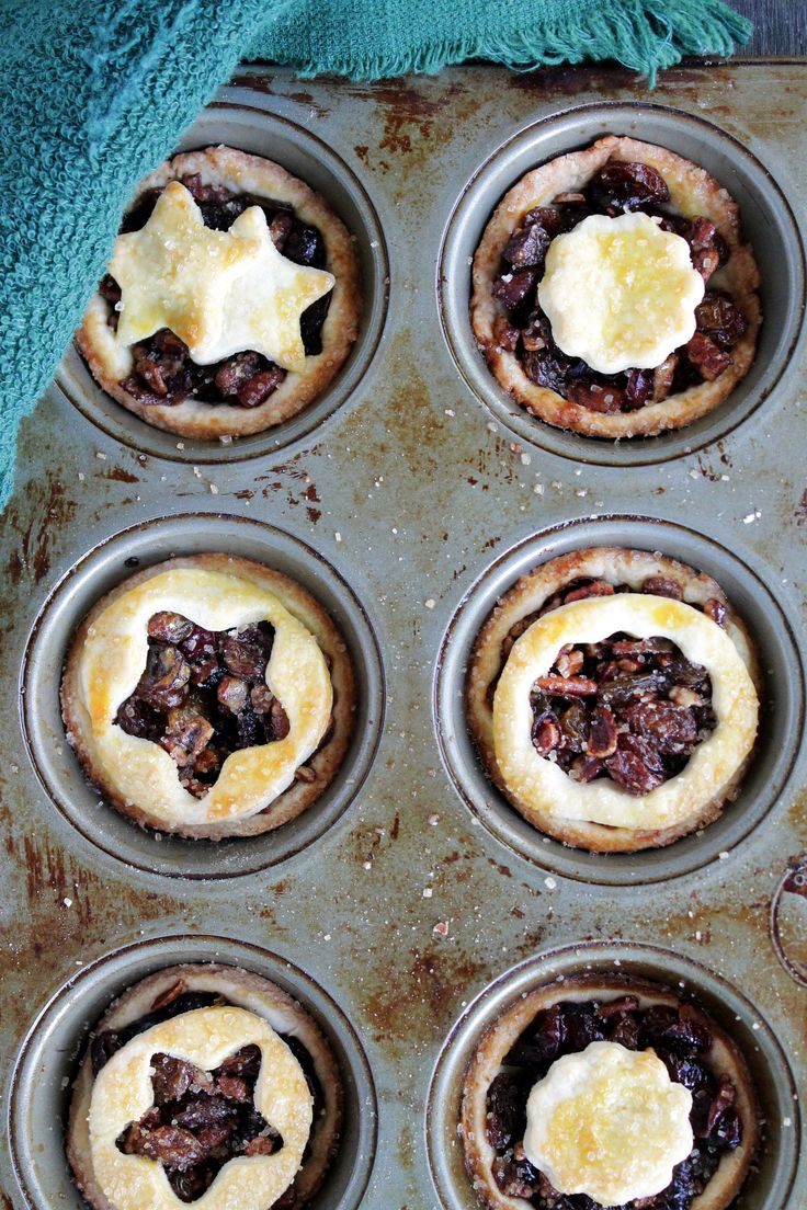 Boozy Fruit Tartlets @Kat Ellis Diethood