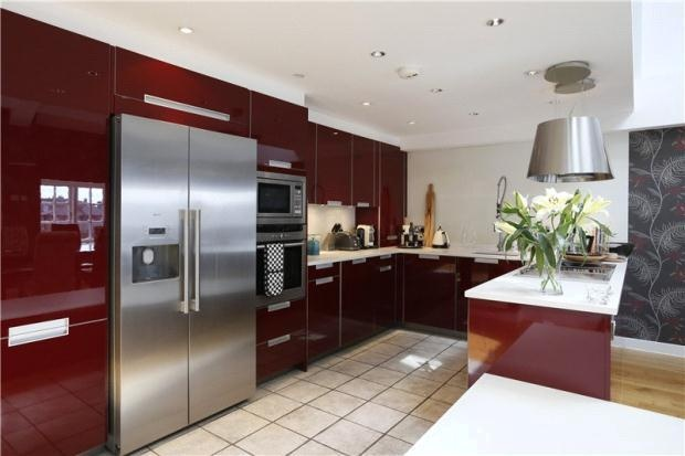 Burgundy gloss kitchen