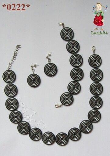 """*0222* Гарнитур """"Диски"""" от ⏪#Lurik24 ⏩ лёгкий, так как это платсмассовые черные с серебряными полосочками. Дополнят любой модный образ, в этом году модно всё блестящее. В комплект входит: - Бусы; - Браслет; - Серьги.  Для примера, то что продаётся на сайте www.lurik24.com"""