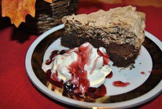 Lucy loves to bake: Čokoládovo-oriešková torta z 800 g čokolády:-))) a...