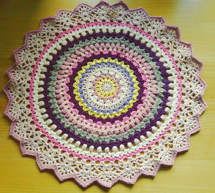 """53 likerklikk, 9 kommentarer – Katrine (@trollkjerringa1) på Instagram: """"#hekle #hekledilla #duk #håndarbeid #håndlaget #sunrisemandala mønser/pattern #crochetmillan…"""""""