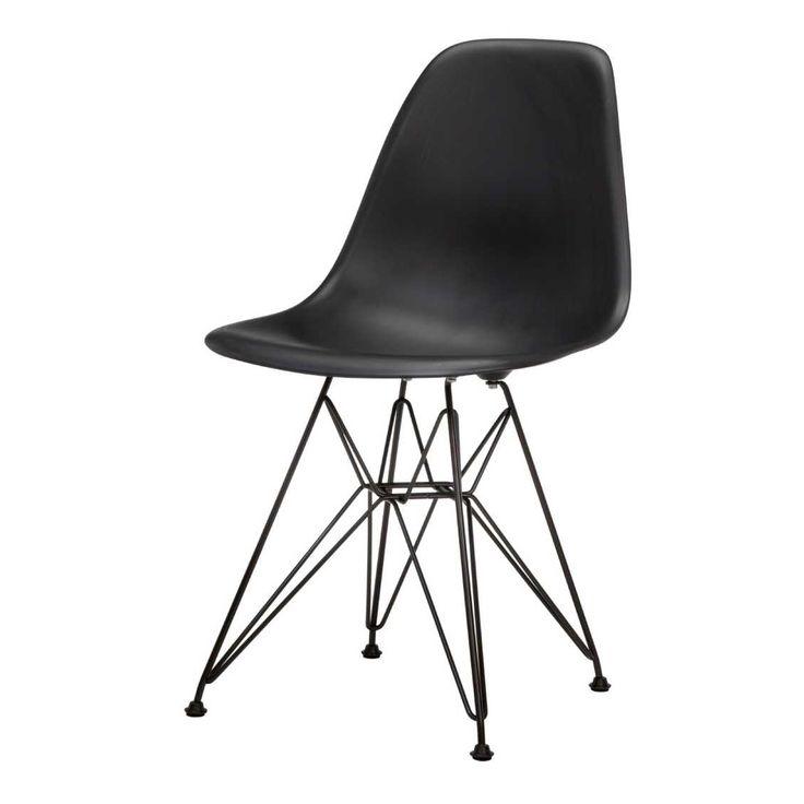 Vitra Eames DSR Stoel Zwart  By Charles & Ray Eames  Door de eenvoudige en organische vorm is de Plastic Side Chair inmiddels het archetype geworden onder de stoelen met een vaste zitschaal en een variabel onderstel.   De zitschaal van de DSR is leverbaar in maar liefst 14 prachtige kleuren. Voor het onderstel heeft u de keuze uit twee verschillende mogelijkheden; hoogglans chroom of basic dark poedercoating (glad).