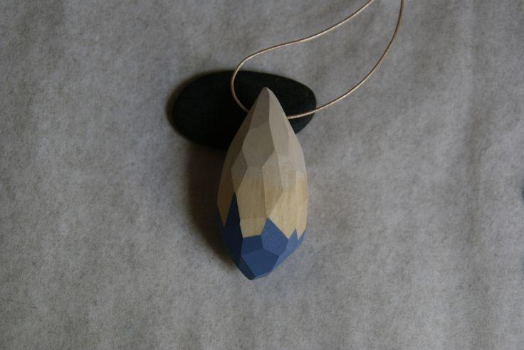 Drewniany wisior, fasetowany w SZLIFY na DaWanda.com / Wooden pendant.