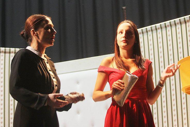 Michaela Kuklová a Veronika Nová v divadelní komedii Liga proti nevěře.