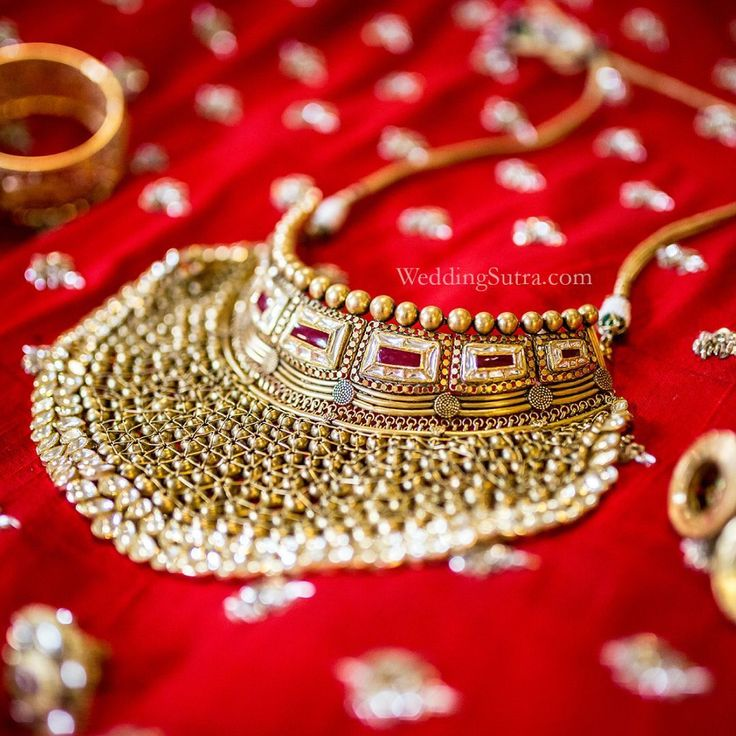 Bridal makeover with Azva gold jewellery by WeddingSutra #Goldjewellery #luxury #style #GoldJewelleryDesignBridal