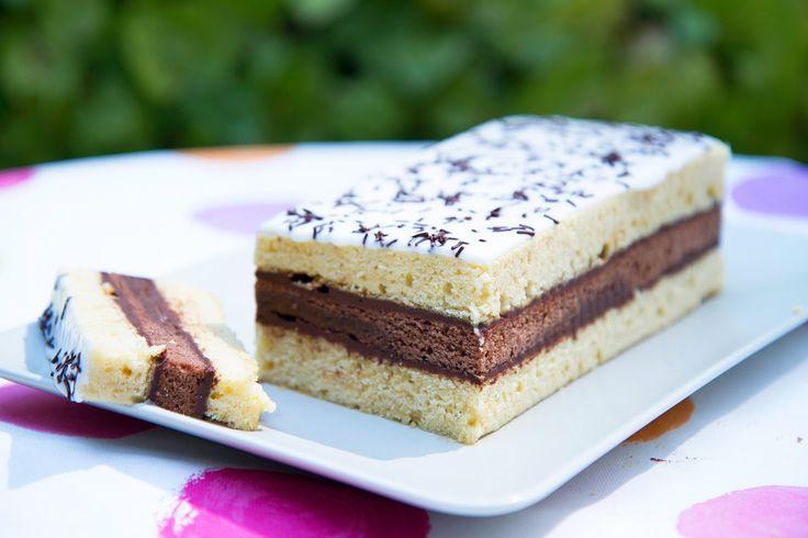 Napolitain maison La version maison du célèbre gâteau ! Découvrez comment faire un gâteau napolitain facilement, avec de bons ingrédients. Gourmandise au goû...