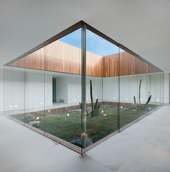 inner courtyard / Isay Weinfeld (Brazilian Architect) House in Sao Paulo: