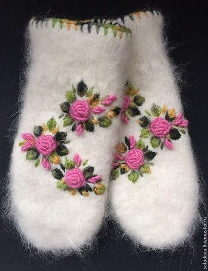 Варежки, митенки, перчатки ручной работы. Ярмарка Мастеров - ручная работа Варежки с вышивкой розовые розы. Handmade.