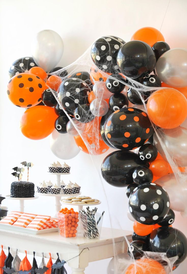 Kids halloween party decor - 278 Best Images About Halloween Party Ideas On Pinterest Haunted Forest Easy Halloween And Favour Jars