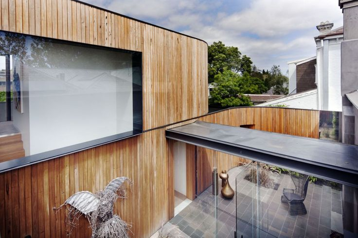This modern contemporary extension by Matt Gibson architects features Radial Timber Shiplap, Screenboards, and Decking. Info: http://radialtimbers.com.au/portfolio-type/matt-gibson/