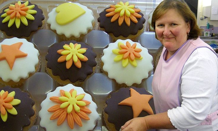 Cupcake calamity: GroupOn discount deal leaves baker swamped by orders for 102,000 CAKES and wipes out her profits