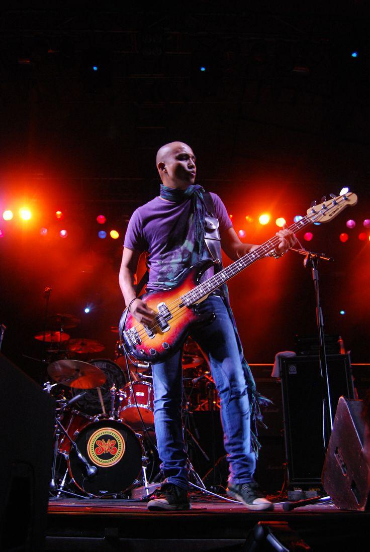 Slank live at Singapore (opening act for Whitesnake). Published in Rolling Stone Indonesia magazine. #pixelpaper #stagephotography