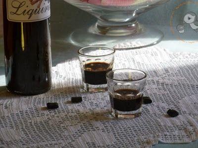 Puffin in cucina e non solo...: Liquore alla liquirizia...l'anima nera di Puffin ^_-
