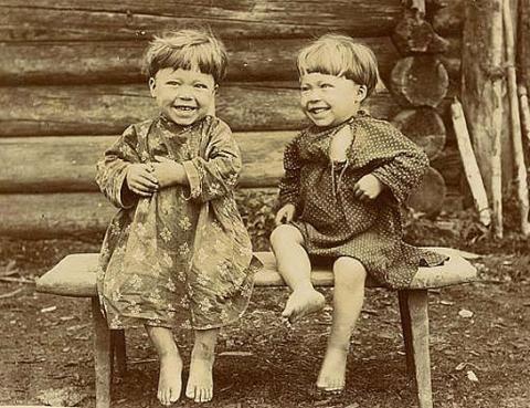 Дети-близнецы.1899 год. Карелы. Фотоархив РЭМ
