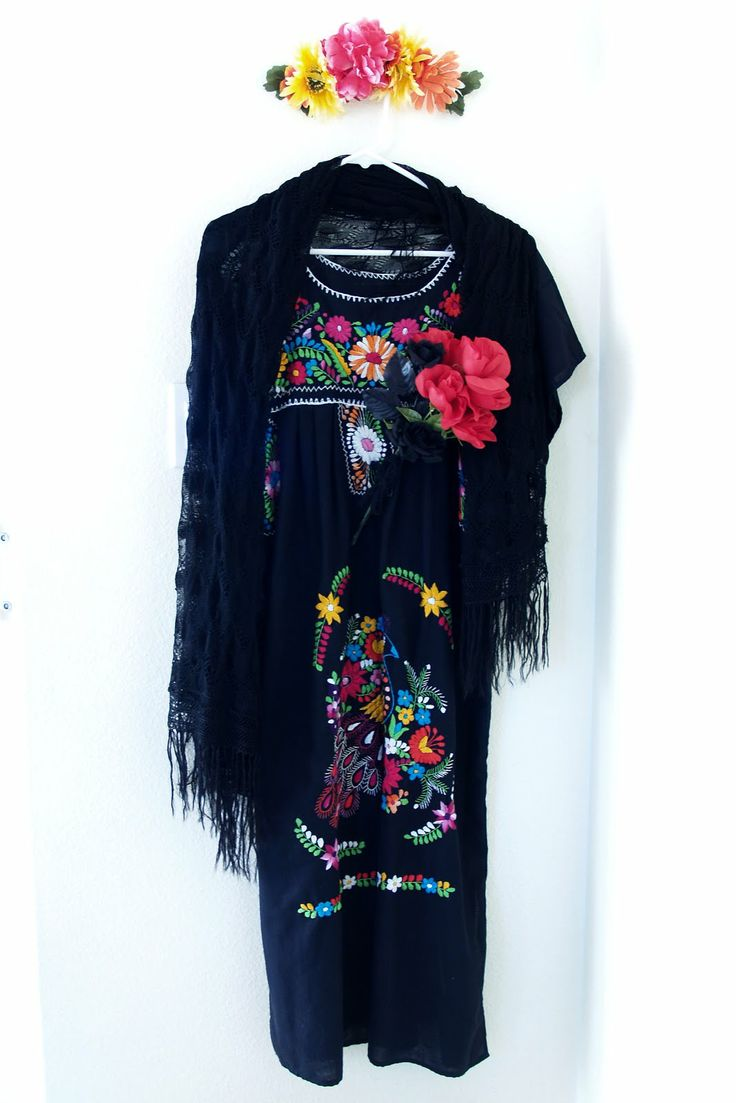 DIA De Los Muertos Wedding | The dress came from my Grandma (the shawl too). It's a mexican wedding ...
